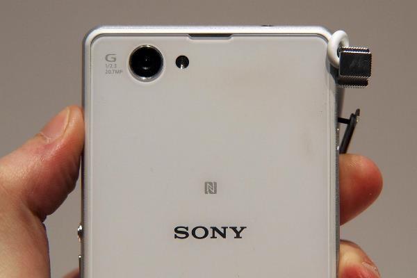 Thay cam sau Sony Z1 Compact