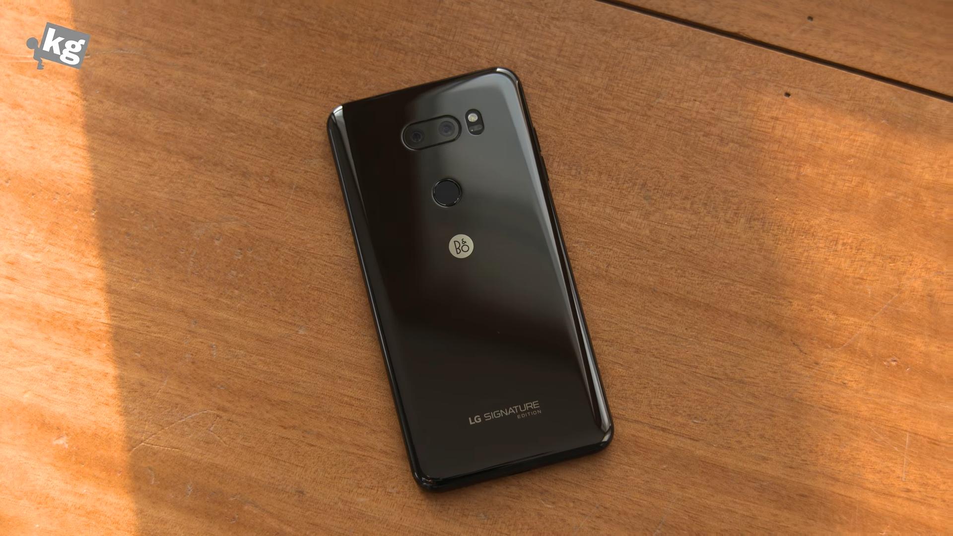 Sforum - Trang thông tin công nghệ mới nhất 2018-01-12_182618 Mở hộp V30 Signature Edition: Smartphone giá 2000 USD của LG
