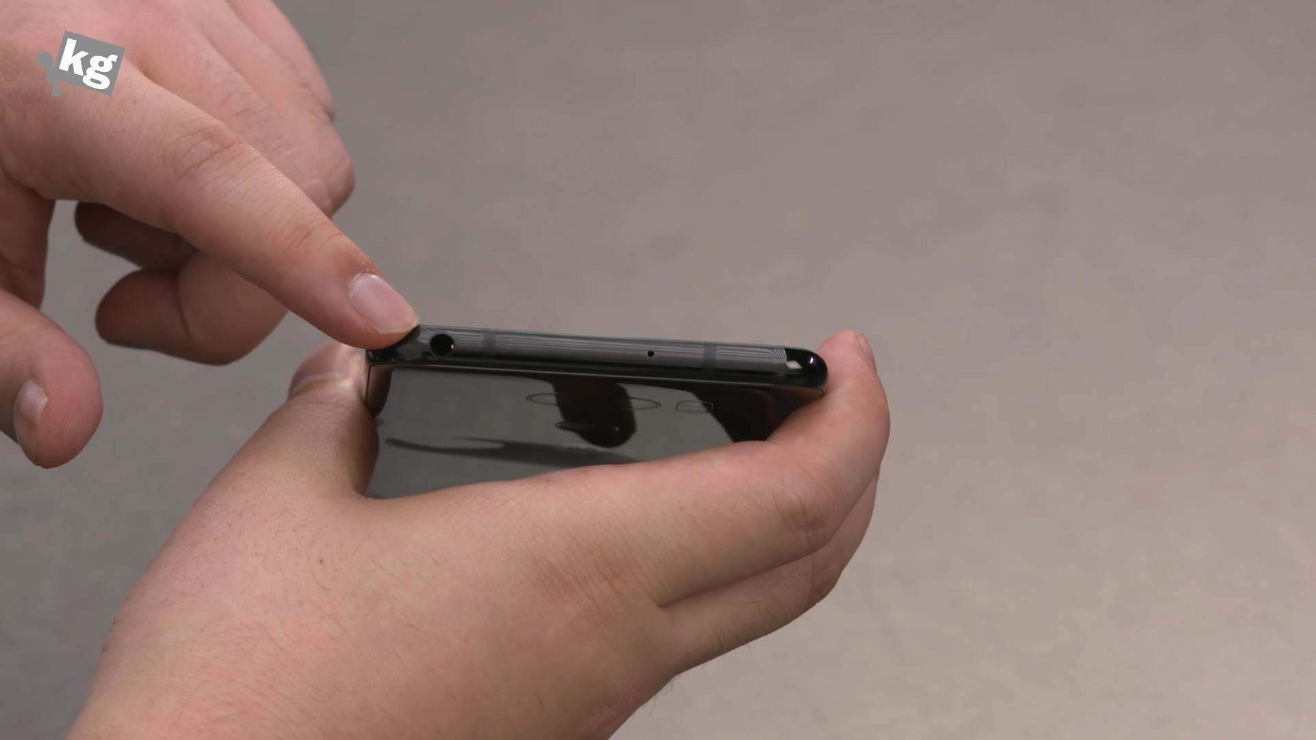Sforum - Trang thông tin công nghệ mới nhất LG-Signature-Edition-21 Mở hộp V30 Signature Edition: Smartphone giá 2000 USD của LG