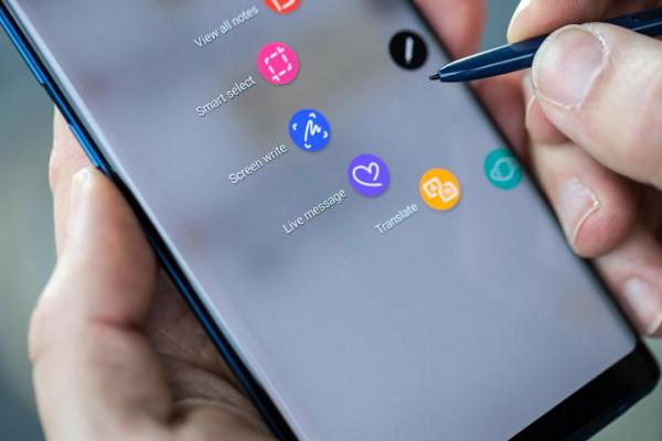 Sforum - Trang thông tin công nghệ mới nhất Tipster-says-that-the-Samsung-Galaxy-Note-9s-S-Pen-is-worth-the-wait-600x400 Galaxy Note 9 lộ diện: Thiết kế như Note 8, pin 4000mAh, bút S-Pen nâng cấp mạnh