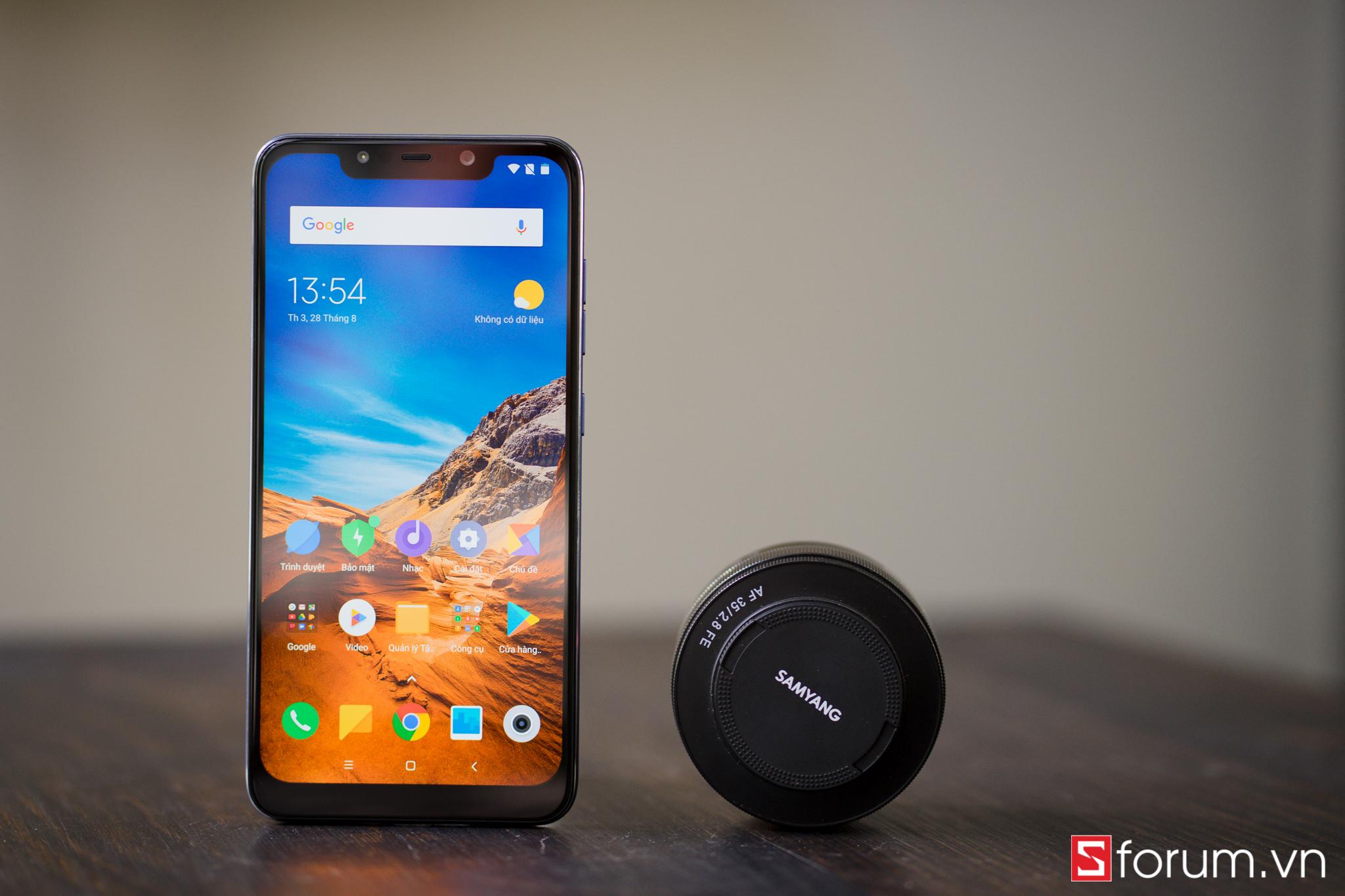 Sforum - Trang thông tin công nghệ mới nhất POCOPHONE-F1-15 Top 4 smartphone tầm trung pin trâu đáng mua trong tháng 10