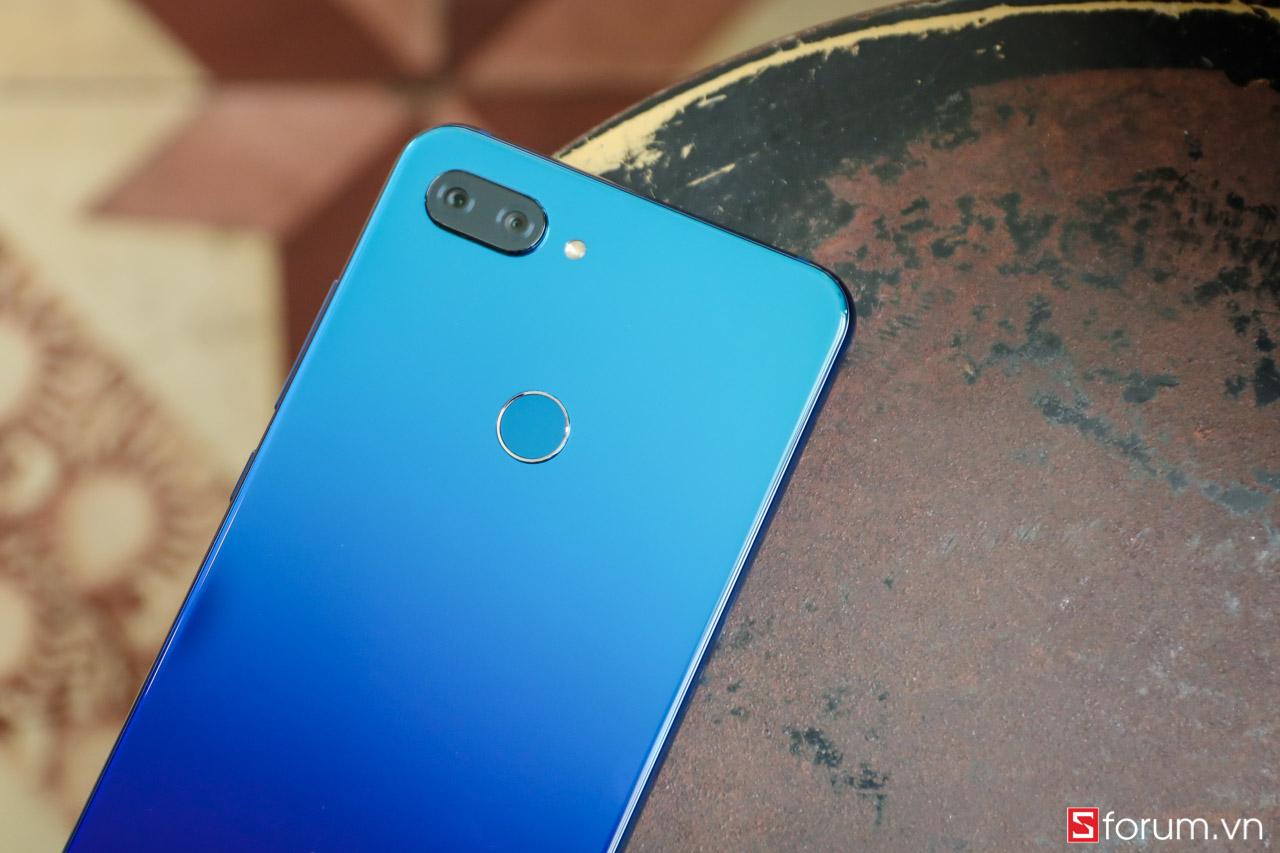 Sforum - Trang thông tin công nghệ mới nhất IMG_7440 Trên tay Xiaomi Mi 8 Lite chính hãng: Mặt lưng kính gradient, Snapdragon 660, camea kép, QC 3.0, giá chỉ 5.8 triệu