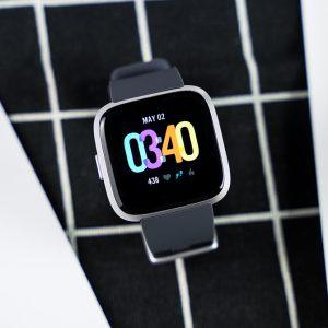 Đánh giá Fitbit Versa: 50% smart watch – 50% fitness tracker | Sforum