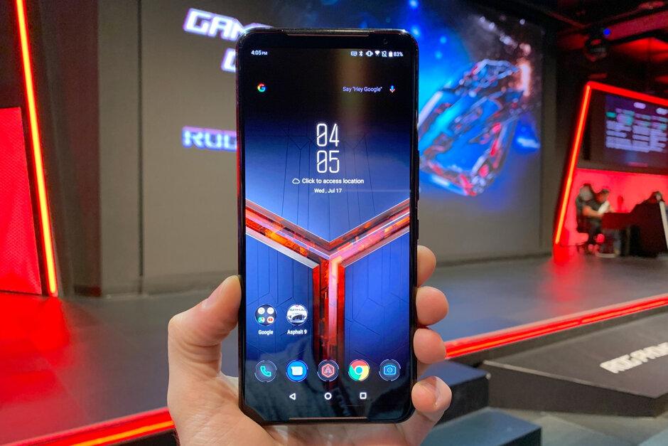 "Sforum - Trang thông tin công nghệ mới nhất Asus-ROG-Phone-2-is-a-ridiculously-powerful-Android-phone-with-Snapdragon-855-Plus-and-air-cooling-hands-on 5 ""cái nhất"" của ASUS ROG Phone 2 - ""Quái kiệt"" mới trong giới gaming phone"