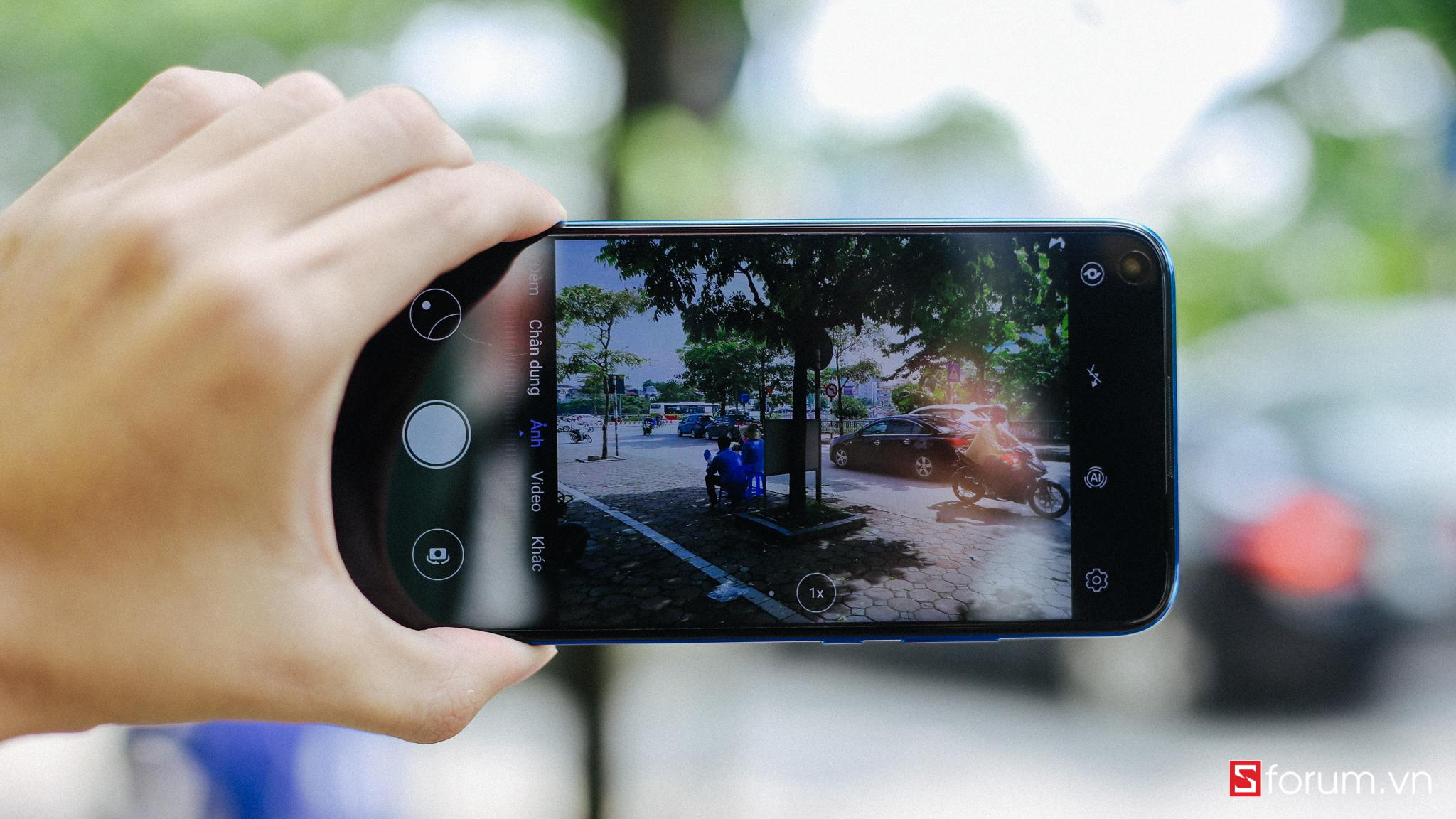 Sforum - Latest technology information page IMG_8669 Huawei Nova 5i on hand in Vietnam: Perforated screen, still using Kirin 710, 4 rear cameras