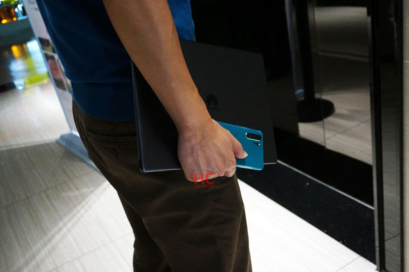Sforum - Trang thông tin công nghệ mới nhất Huawei-P30-Pro-Peacock-Blue Huawei P30 Pro sắp có thêm phiên bản màu Peacock Blue đẹp mắt