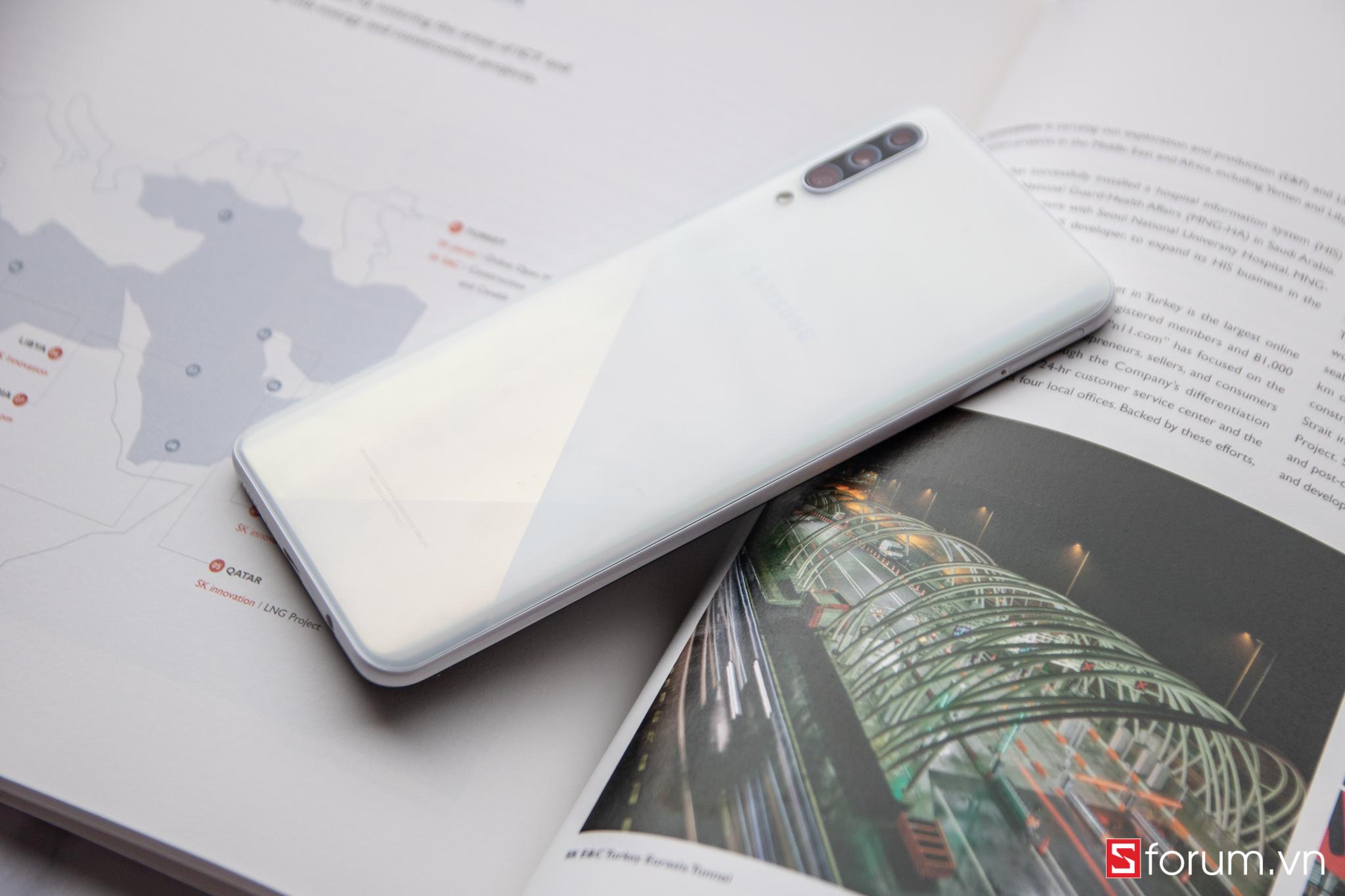 Sforum - Trang thông tin công nghệ mới nhất Galaxy-A30s-11 Mở hộp và trên tay Galaxy A30s: Màn hình AMOLED HD+, RAM 4GB, pin 4000mAh sạc nhanh, giá 6.3 triệu