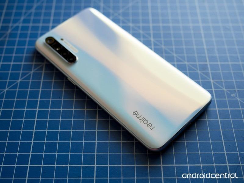 Sforum - Trang thông tin công nghệ mới nhất realme-xt-review-2 Cận cảnh Realme XT: Smartphone đầu tiên trên thế giới trang bị cảm biến 64MP