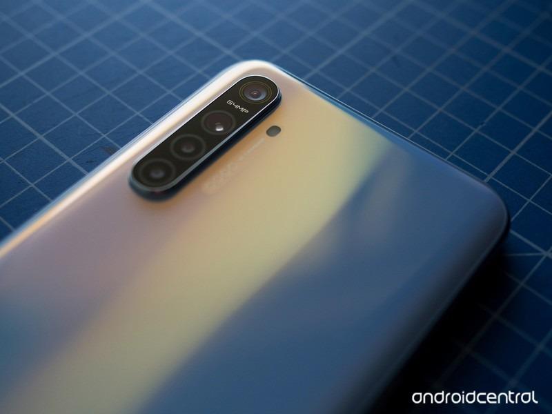 Sforum - Trang thông tin công nghệ mới nhất realme-xt-review-3 Cận cảnh Realme XT: Smartphone đầu tiên trên thế giới trang bị cảm biến 64MP