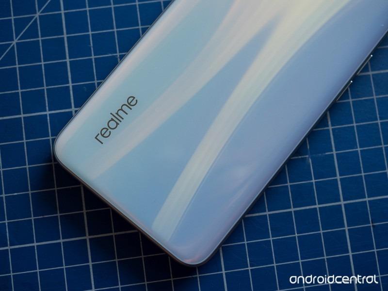 Sforum - Trang thông tin công nghệ mới nhất realme-xt-review-4 Cận cảnh Realme XT: Smartphone đầu tiên trên thế giới trang bị cảm biến 64MP