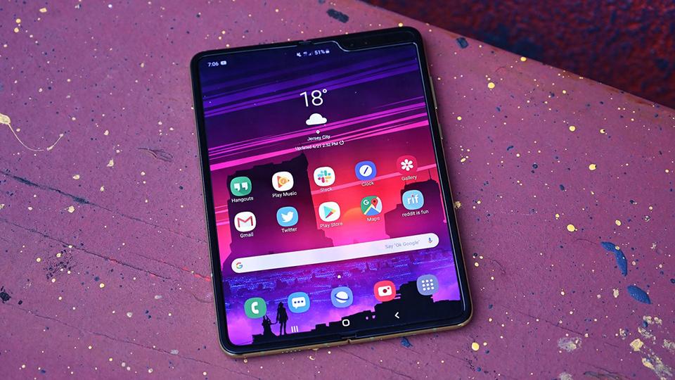 Sforum - Trang thông tin công nghệ mới nhất galaxy-fold-2 Giá thay màn hình Galaxy Fold vừa đủ mua một chiếc iPhone XR