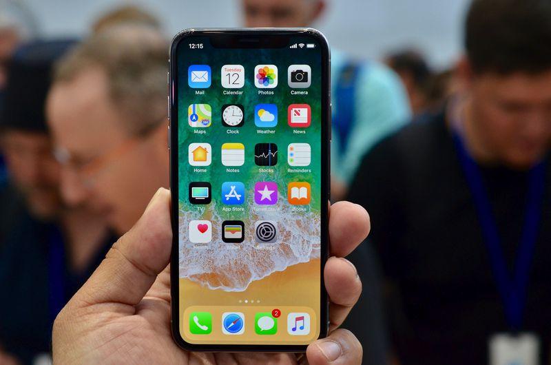 """Sforum - Trang thông tin công nghệ mới nhất 1-6-1 Một người dùng thất vọng vì iPhone X rớt giá nhanh, cư dân mạng khuyên """"mua vàng mà xài!"""""""