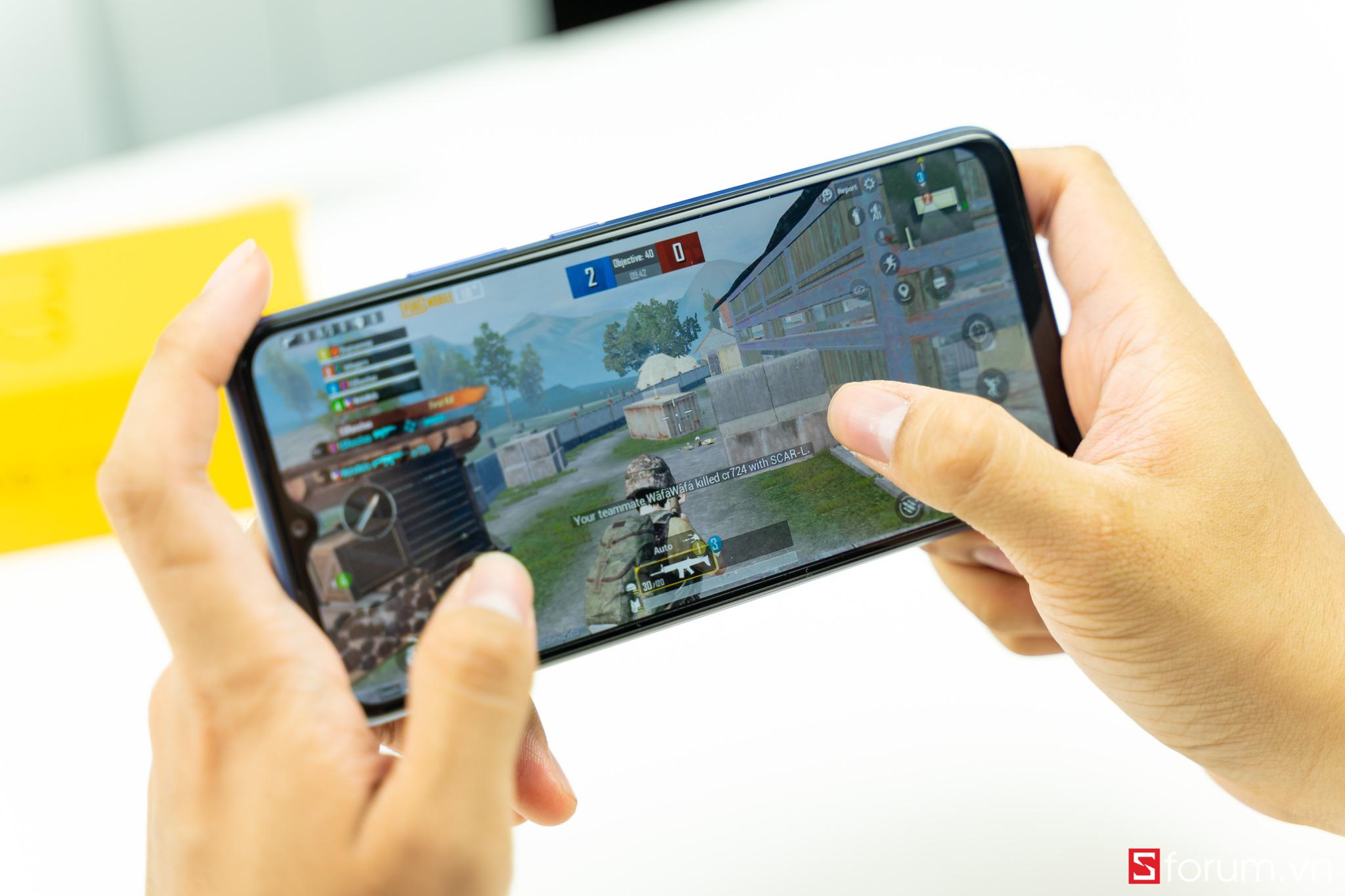 """Sforum - Trang thông tin công nghệ mới nhất Realme-C12-21-1 Đánh giá chi tiết thời lượng pin Realme C12: """"Battery phone"""" chính là đây"""