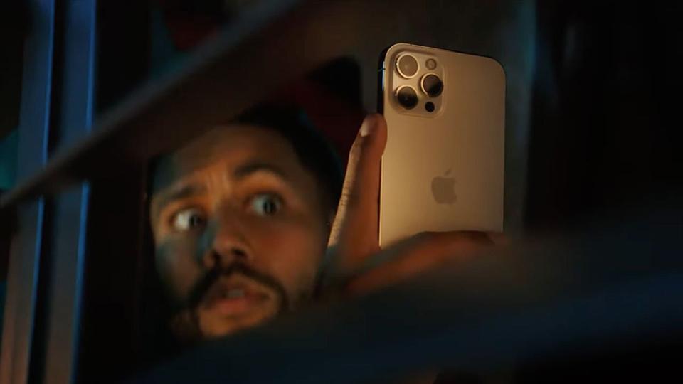 """Sforum - Trang thông tin công nghệ mới nhất video-quang-cao-kha-nang-chup-dem-iPhone-12-Pro-1 Apple cho thấy khả năng chụp đêm """"bá đạo"""" của iPhone 12 Pro trong video quảng cáo mới nhất"""