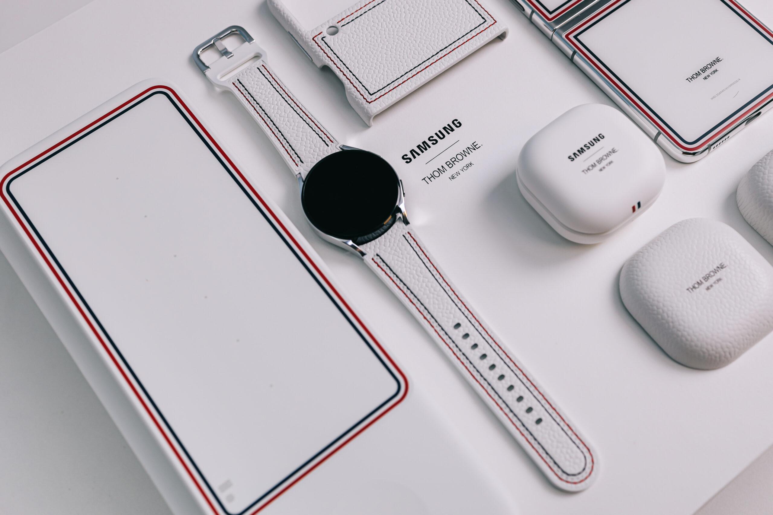 """Sforum - Trang thông tin công nghệ mới nhất 0X4A0220-scaled Mở hộp Galaxy Z Flip3 phiên bản Thom Browne cực """"chanh sả"""": Giá 57 triệu đồng thôi nhưng có tiền cũng không mua được!"""